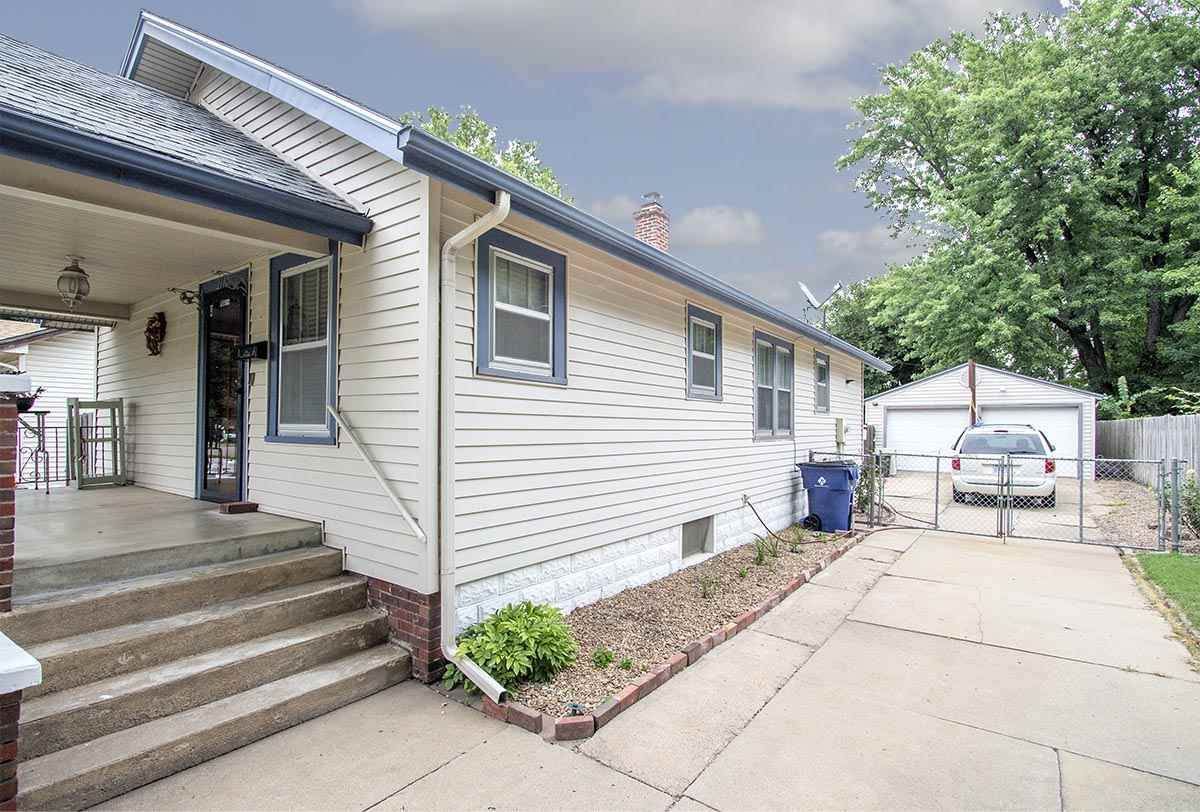 2110 Water St - Photo 1