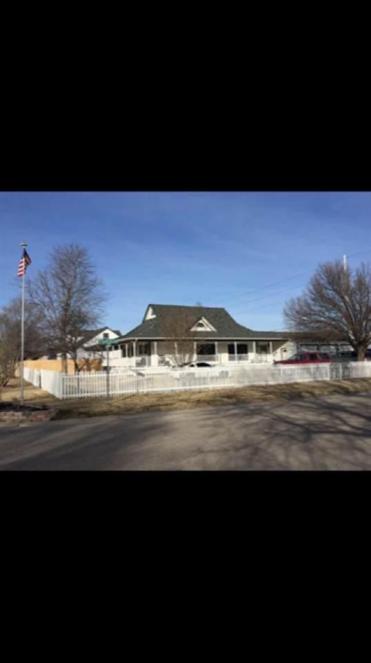 1506 E Southbrook St, Haysville, KS 67060 (MLS #600107) :: The Terrill Team