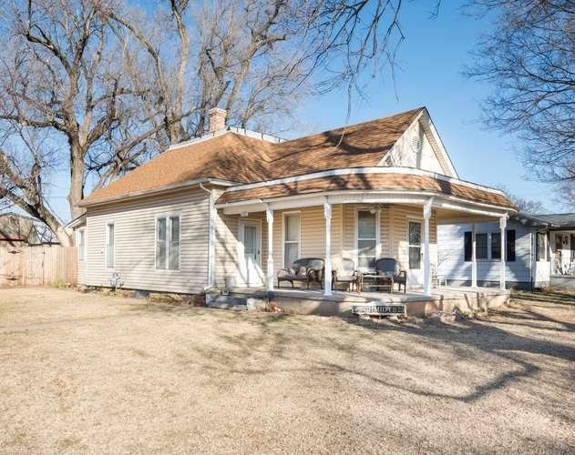 110 E Main St, Haven, KS 67543 (MLS #548131) :: On The Move