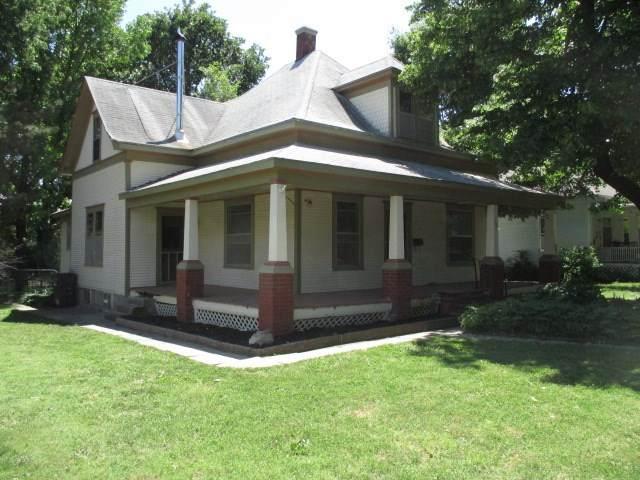 611 E 5TH ST, Newton, KS 67114 (MLS #578517) :: Kirk Short's Wichita Home Team