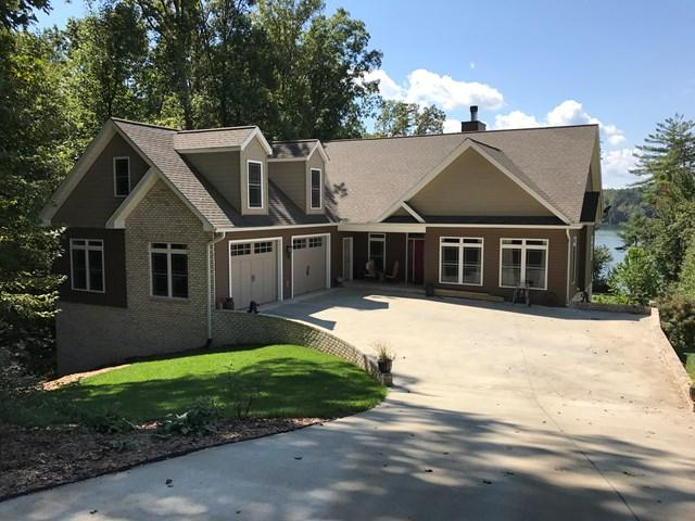 393 Lakepoint Dr, Wilkesboro, NC 28697 (MLS #63797) :: RE/MAX Impact Realty