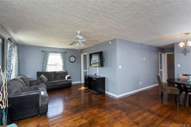 106 Raymond Drive, Hampton, VA 23666 (#1900657) :: 757 Realty & 804 Homes