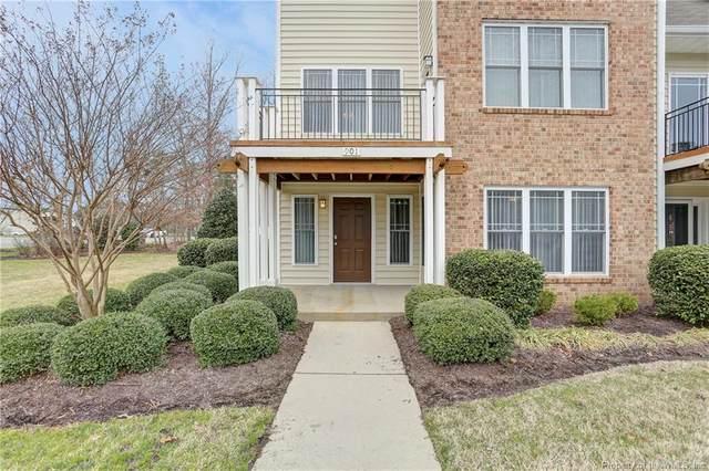 901 Eastfield Lane, Newport News, VA 23602 (MLS #2000716) :: Chantel Ray Real Estate