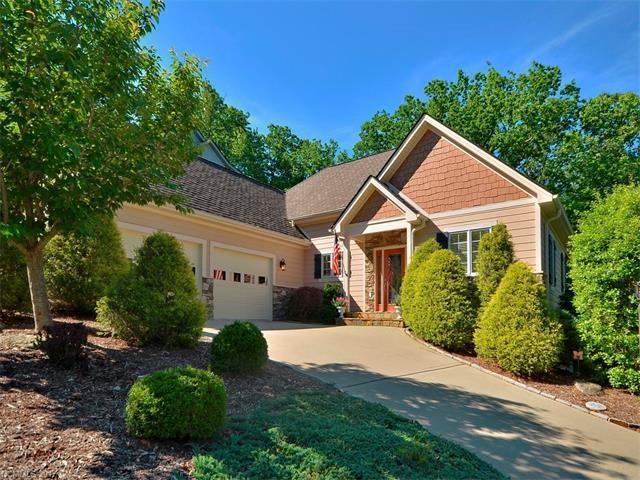 139 Deep Valley Lane, Hendersonville, NC 28791 (#3286180) :: Caulder Realty and Land Co.