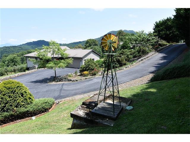 34 Pond View Drive, Waynesville, NC 28786 (#3301436) :: Rowena Patton's All-Star Powerhouse @ Keller Williams Professionals