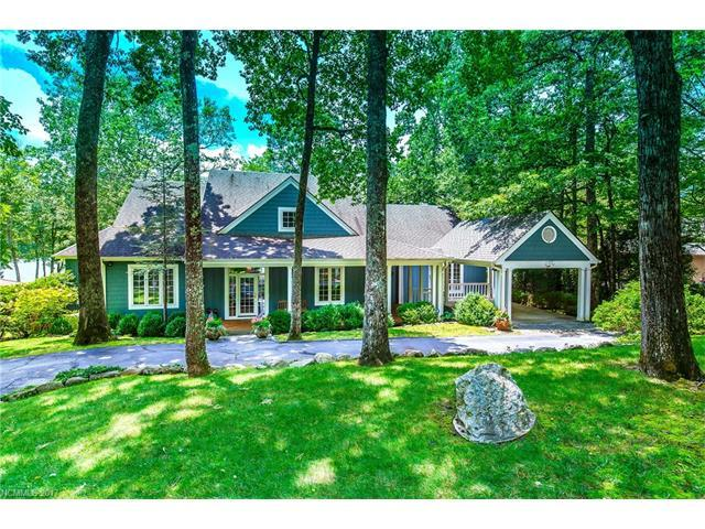 2946 West Club Boulevard, Lake Toxaway, NC 28747 (#3302652) :: Exit Mountain Realty
