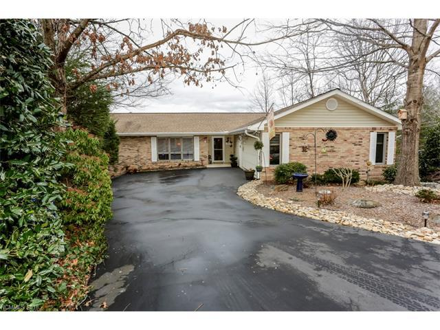 1860 Riverview Court, Hendersonville, NC 28739 (#3350532) :: Caulder Realty and Land Co.