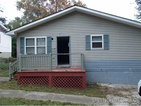 800 Sam Mills, Hendersonville, NC 28791 (#NCM527808) :: Exit Realty Vistas