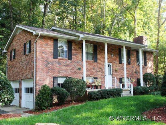 237 Dundeve Circle, Hendersonville, NC 28792 (#NCM528225) :: Exit Realty Vistas