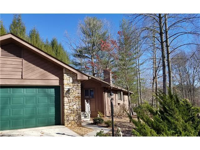 2000 Golfside Lane, Hendersonville, NC 28739 (#3340427) :: Caulder Realty and Land Co.
