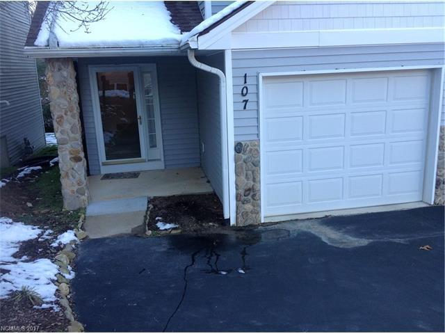 107 Ewarts Pond Road, Hendersonville, NC 28739 (#3345952) :: Caulder Realty and Land Co.