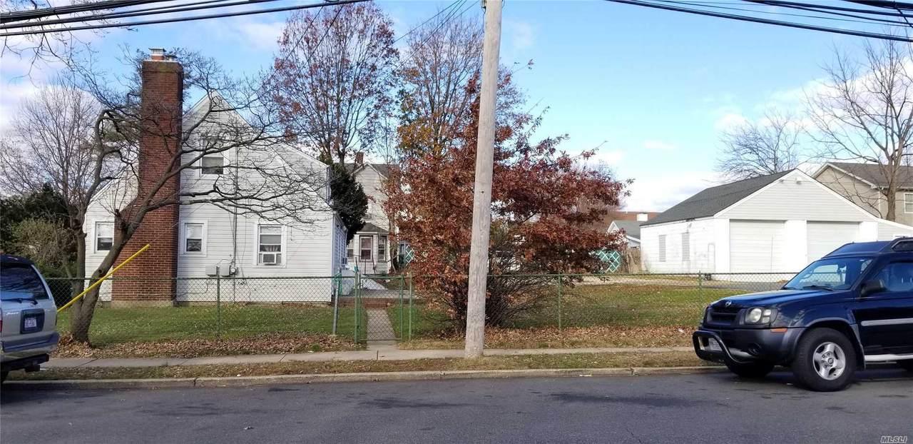 333 Maple Avenue - Photo 1