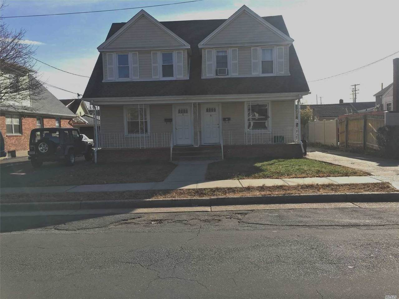 8-10 Clowes Avenue - Photo 1