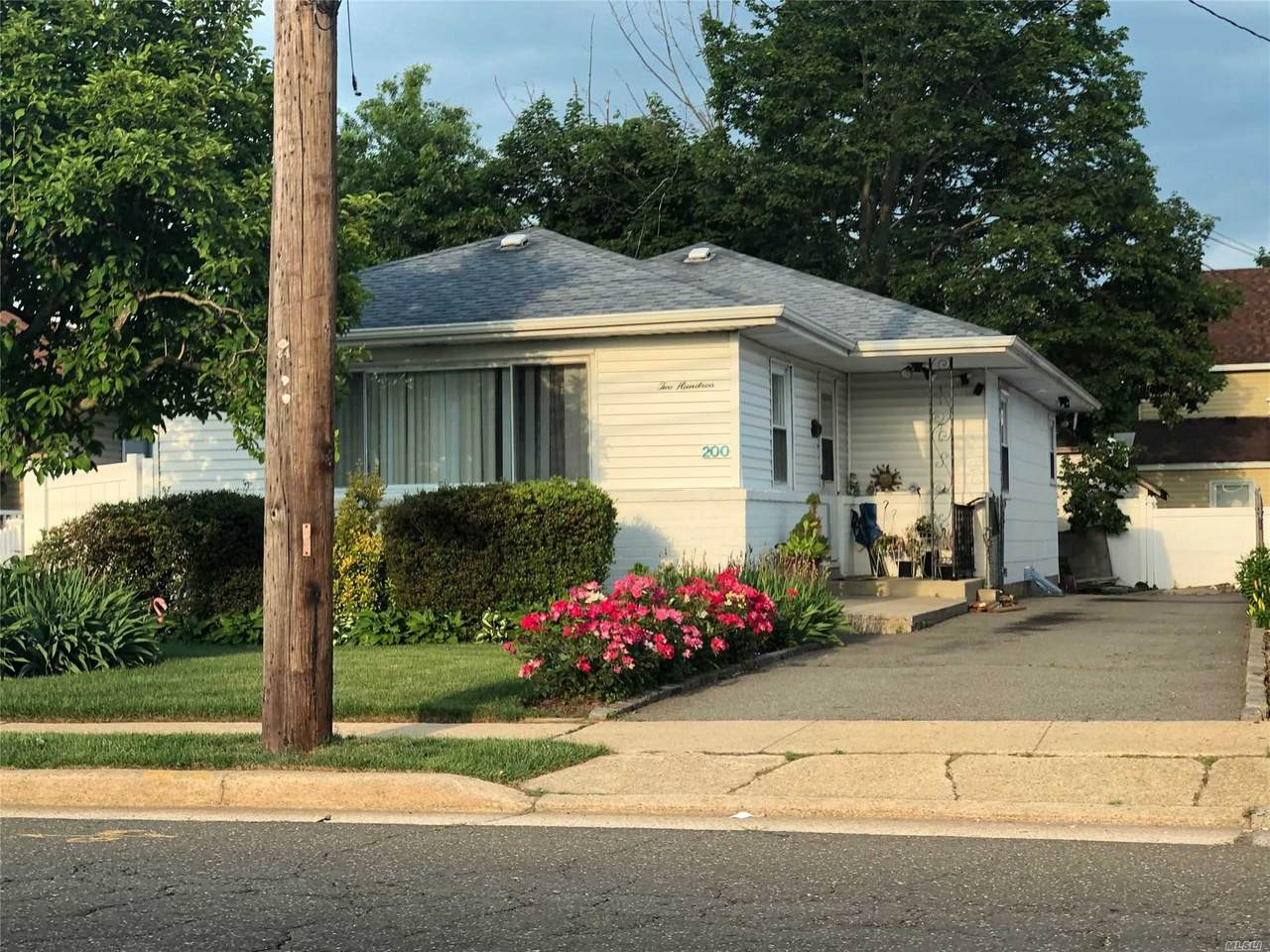 200 Westbury Boulevard - Photo 1