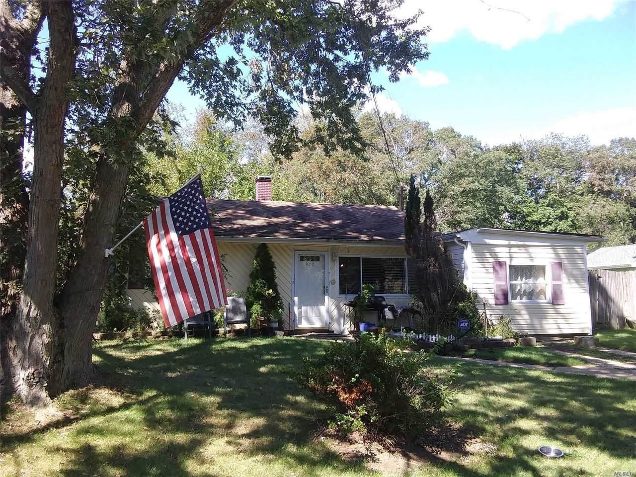 1052 Bay Shore Avenue - Photo 1