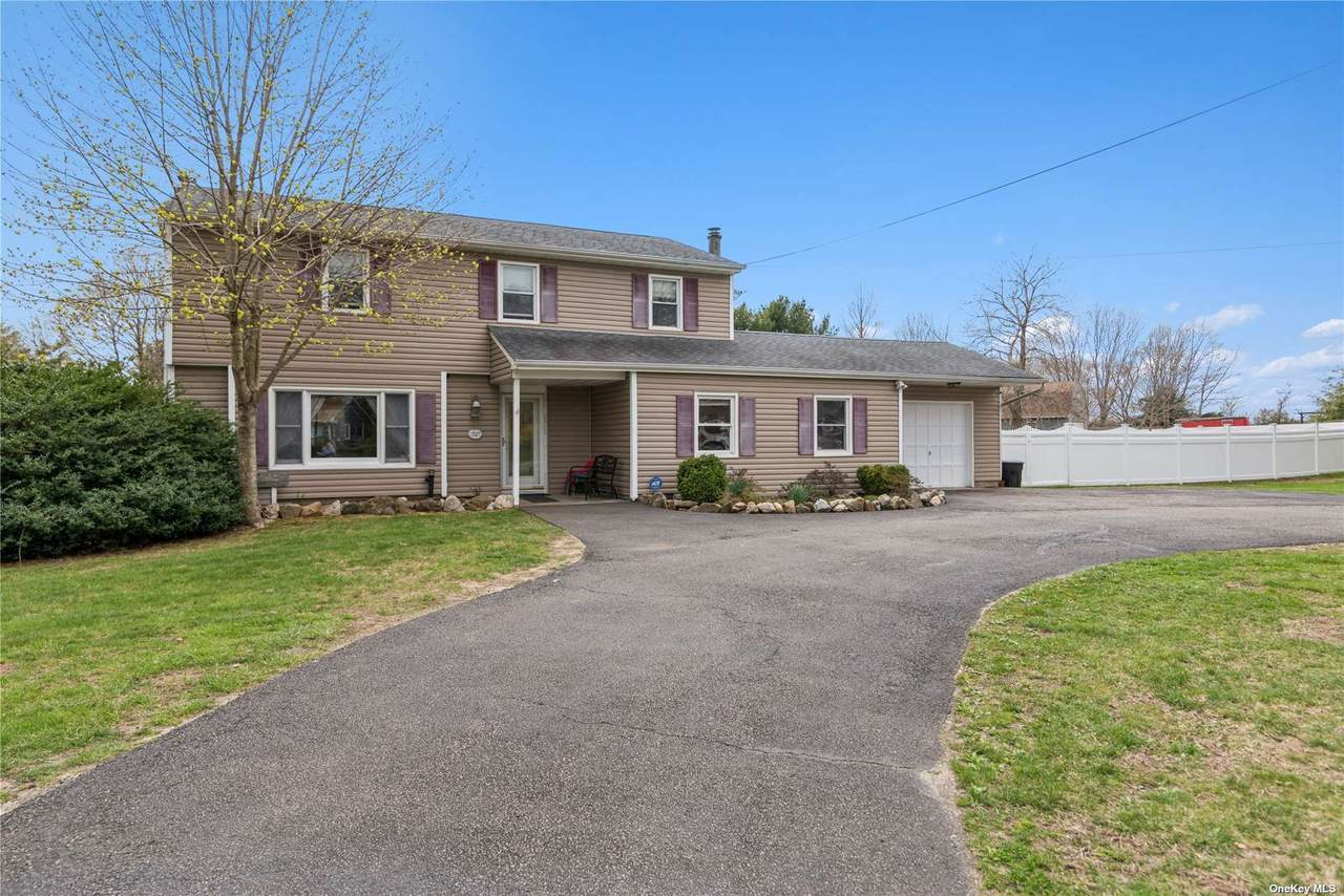 512 Moriches Middle Island Road - Photo 1