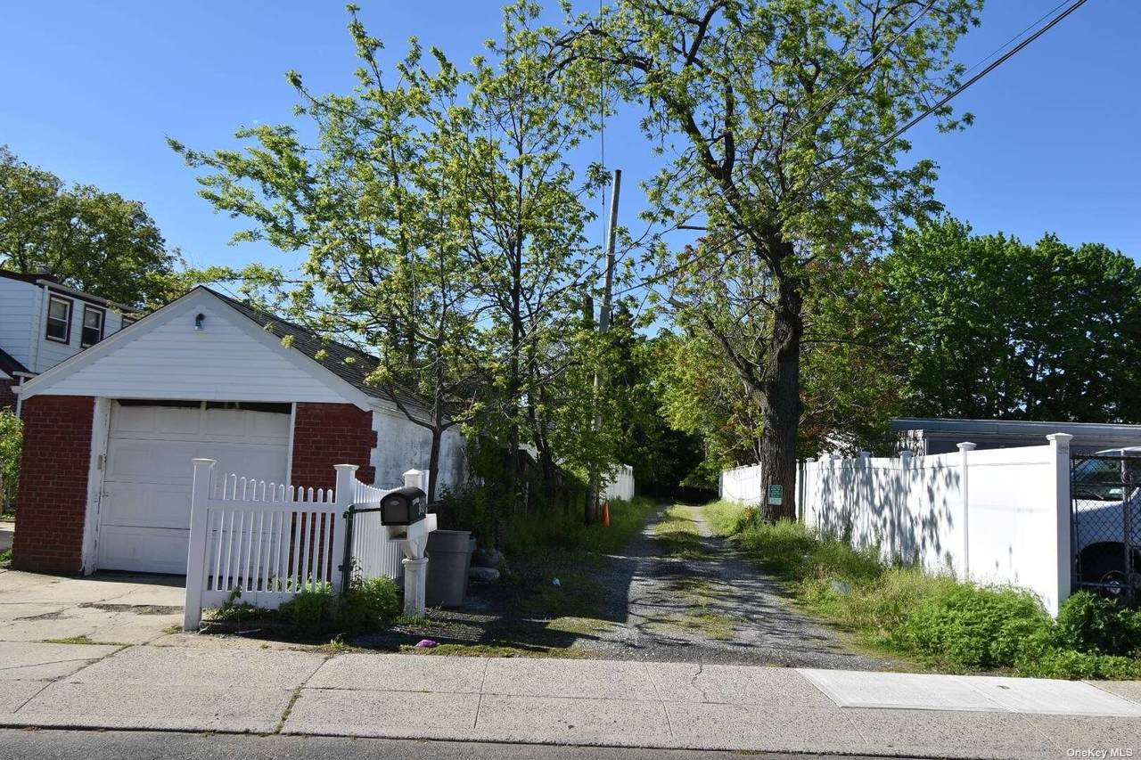 296 Hendrickson Avenue - Photo 1