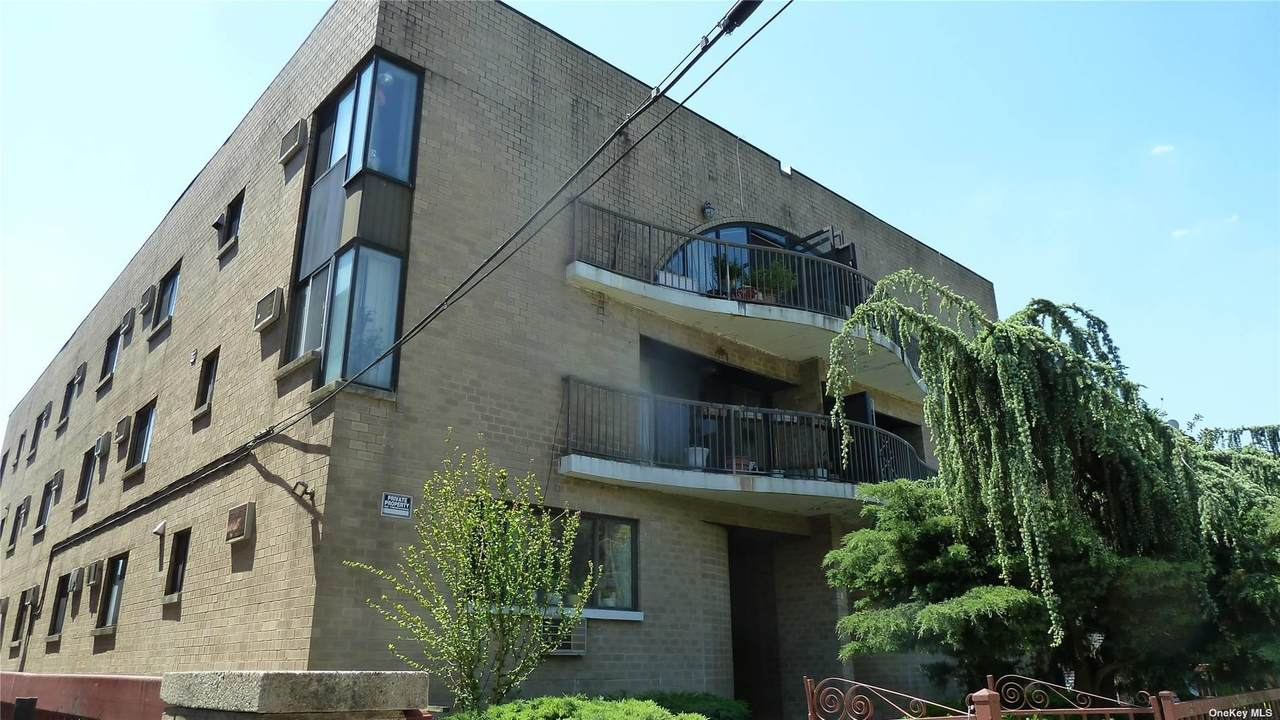 147-26 Roosevelt Avenue - Photo 1
