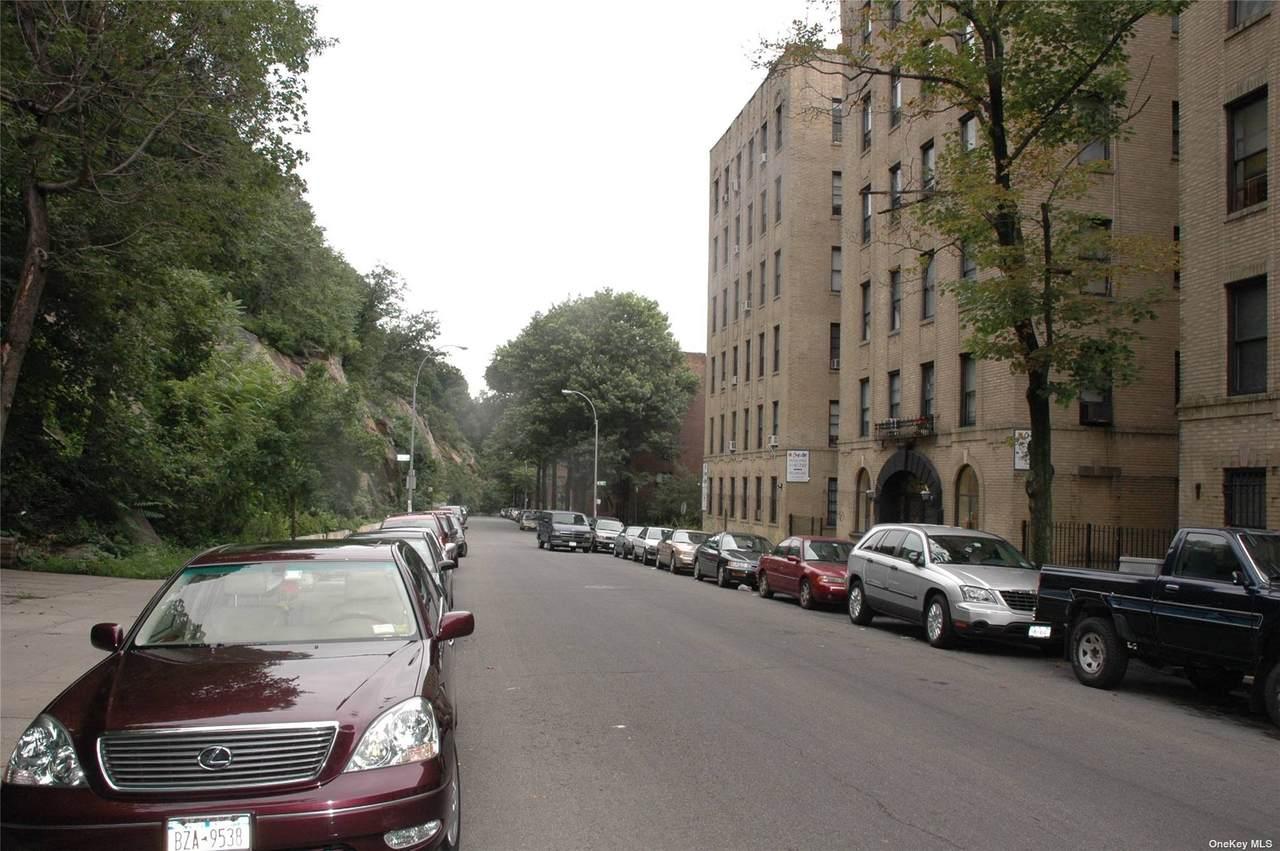 225 Bennett Avenue - Photo 1