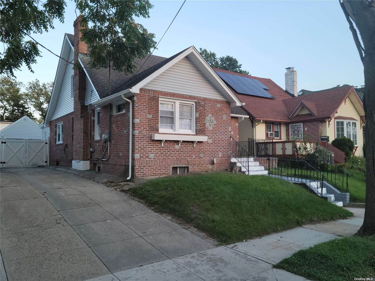 185-32 Galway Avenue - Photo 1
