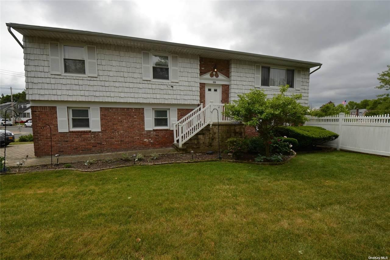 650 Foxhurst Rd - Photo 1