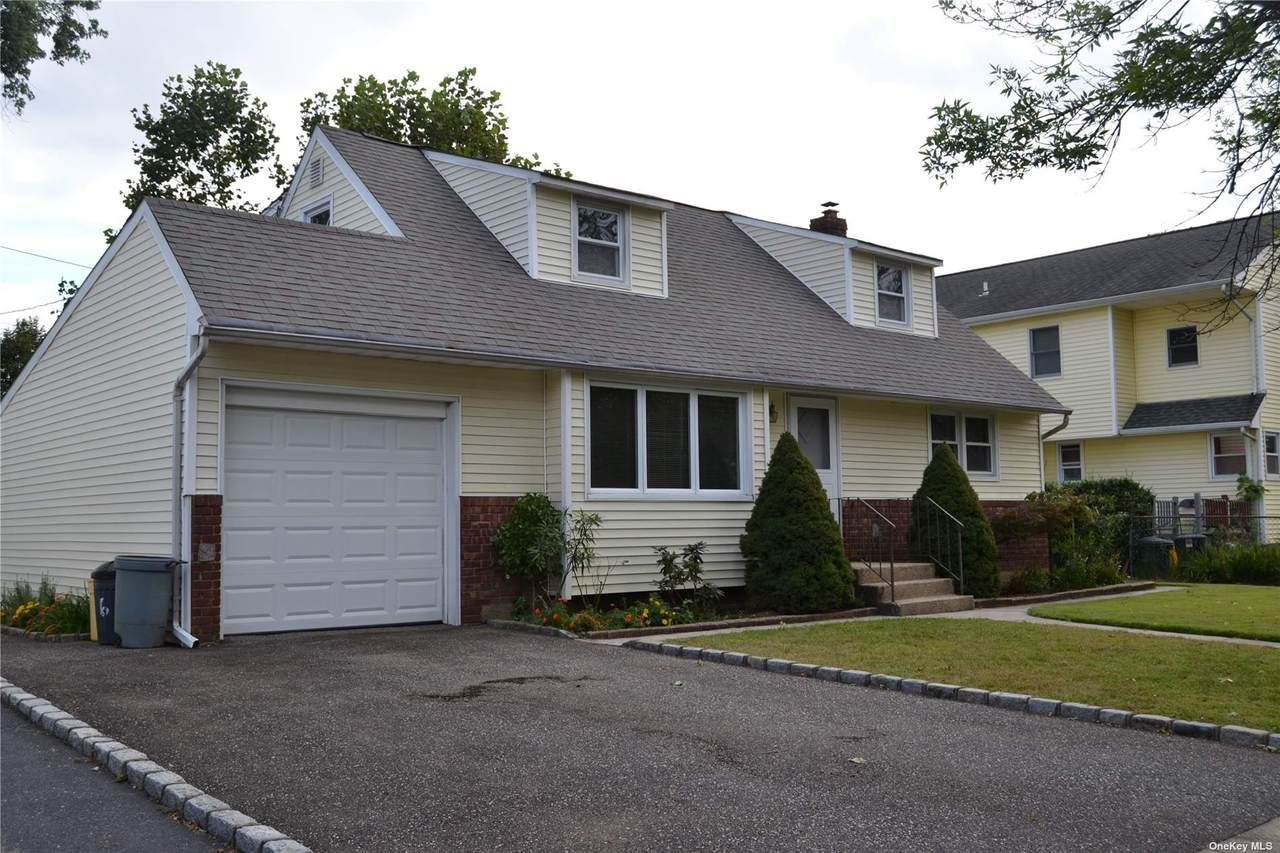 6 Colonial Drive - Photo 1