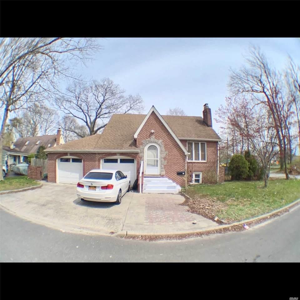 17 Whitman Ave - Photo 1