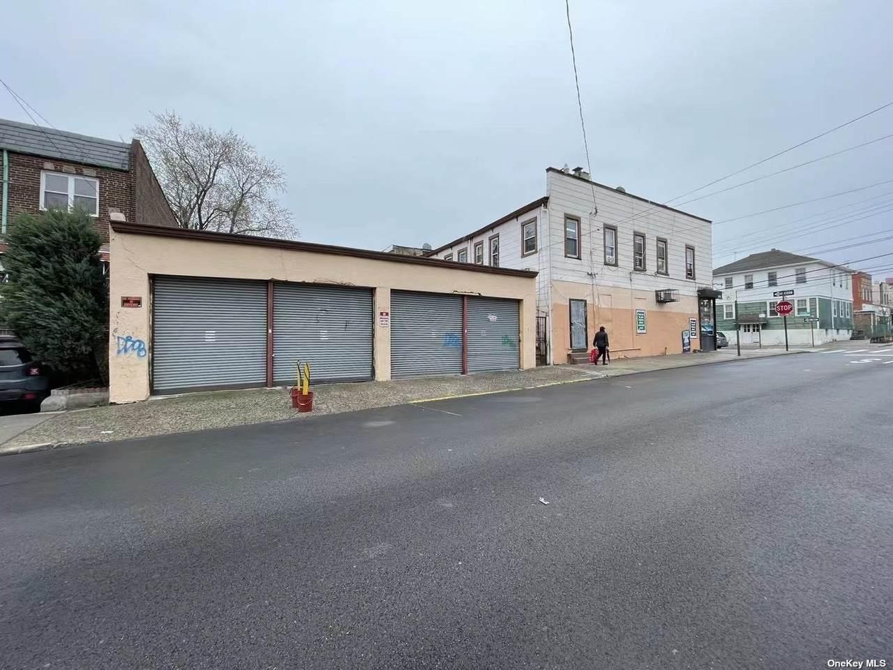 105-42 Otis Avenue - Photo 1