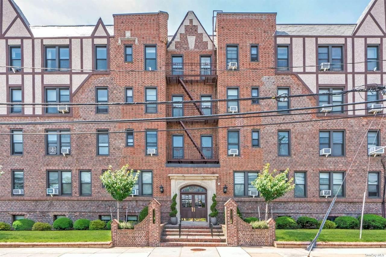 12 Hempstead Avenue - Photo 1