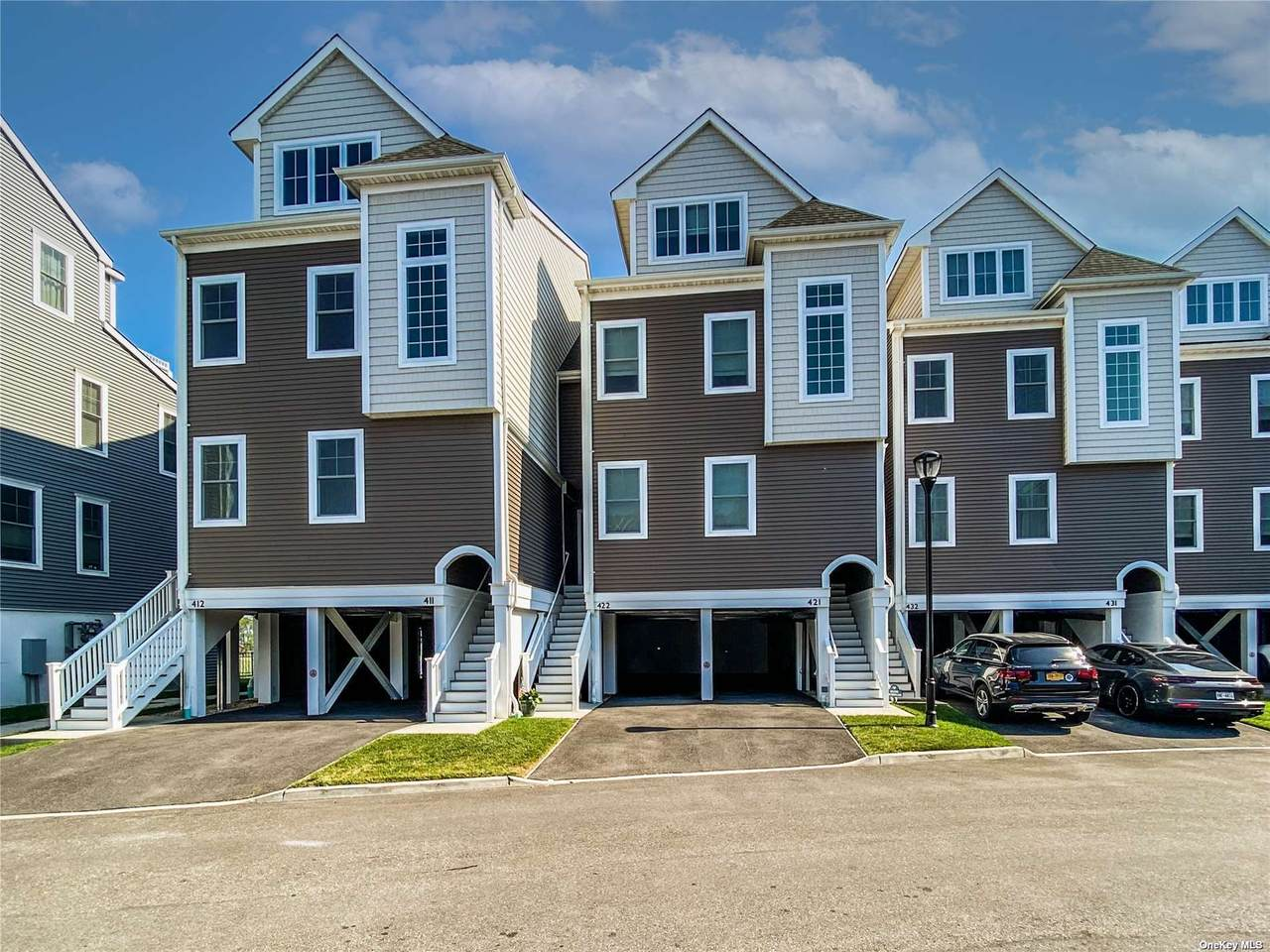 422 Marina Pointe Drive - Photo 1