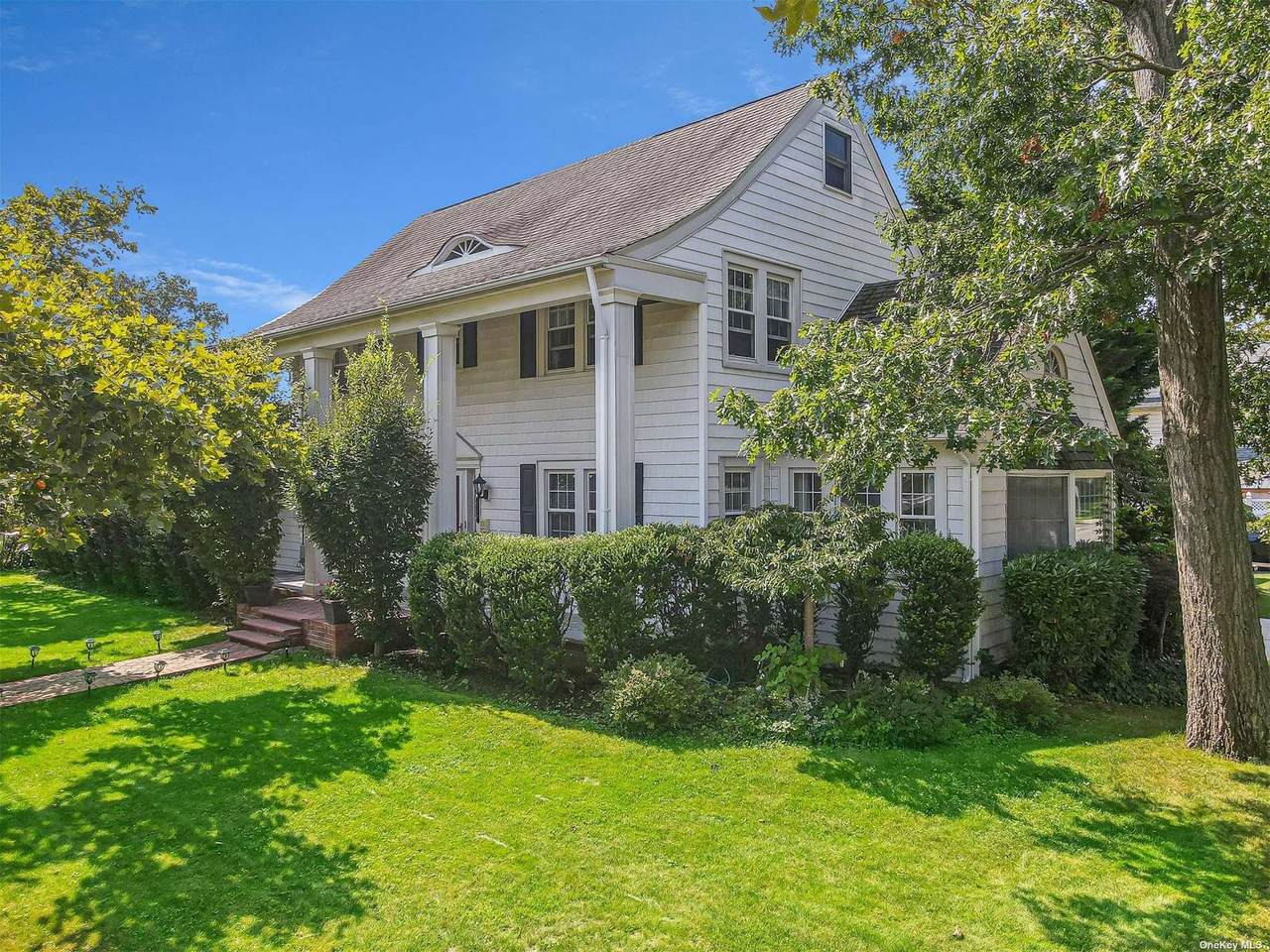 236 Beverly Parkway - Photo 1