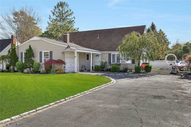 8 Portside Drive, Holbrook, NY 11741 (MLS #3175406) :: Denis Murphy Real Estate