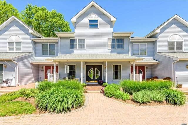8 Courtyard Circle, Centerport, NY 11721 (MLS #3200915) :: Signature Premier Properties