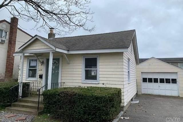 249 E Hoffman Ave, Lindenhurst, NY 11757 (MLS #3210490) :: RE/MAX Edge