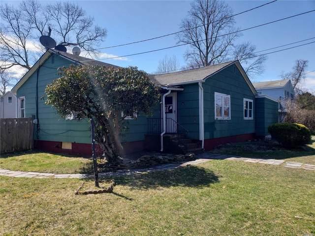 54 Robinson Drive, Shirley, NY 11967 (MLS #3210545) :: Mark Boyland Real Estate Team