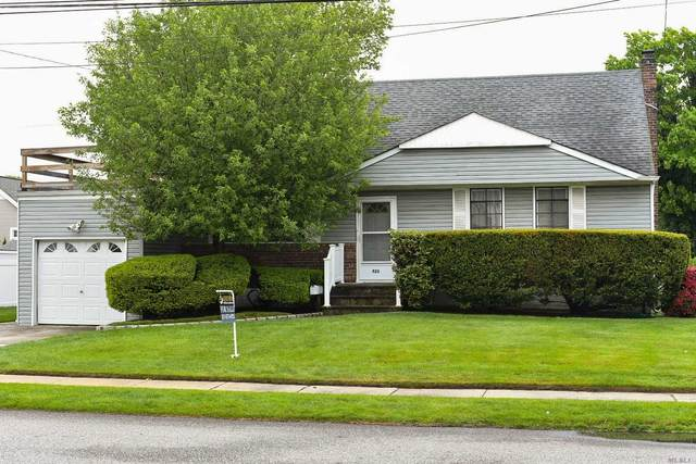 525 S Chicot Avenue, West Islip, NY 11795 (MLS #3217163) :: Cronin & Company Real Estate