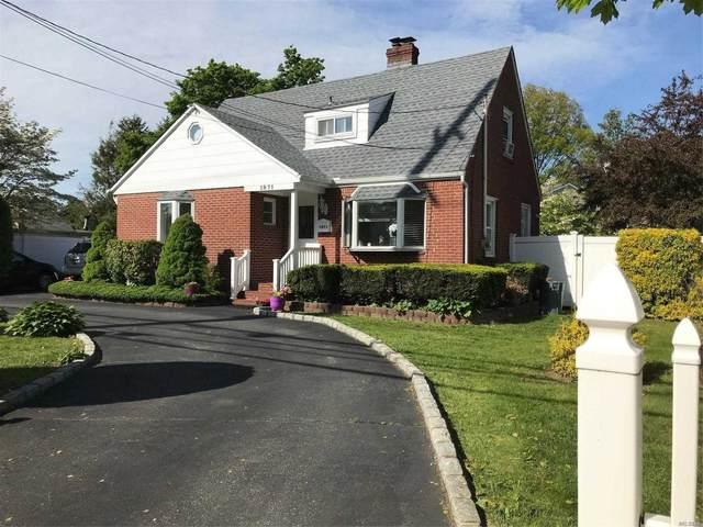 1071 Little East Neck Rd, W. Babylon, NY 11704 (MLS #3217173) :: Cronin & Company Real Estate