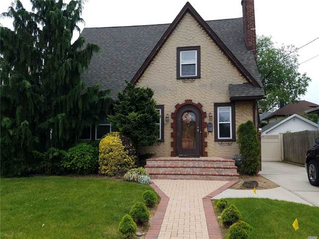 64 Pearsall Ave, Lynbrook, NY 11563 (MLS #3217978) :: Mark Boyland Real Estate Team