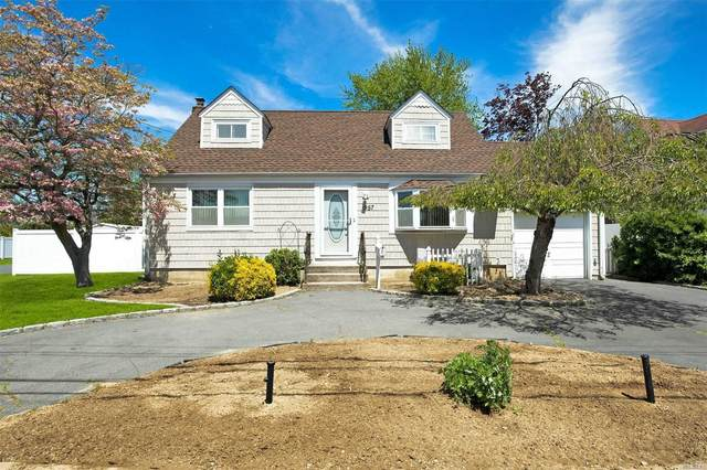 957 N Erie Ave, Lindenhurst, NY 11757 (MLS #3218005) :: Mark Boyland Real Estate Team