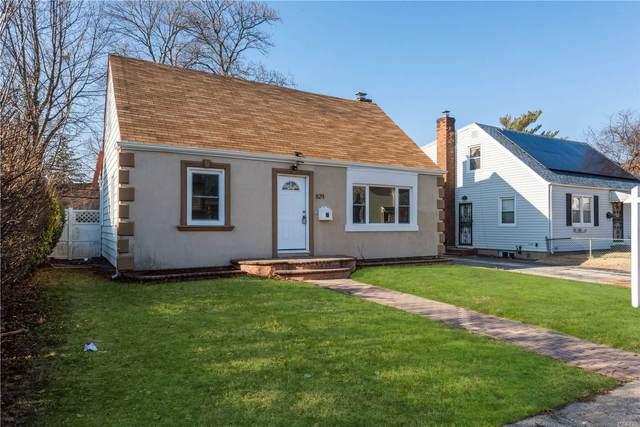 829 Wake Street, Uniondale, NY 11553 (MLS #3218978) :: Signature Premier Properties