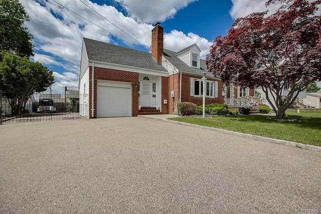 110 Granada, Lindenhurst, NY 11757 (MLS #3219339) :: Mark Boyland Real Estate Team