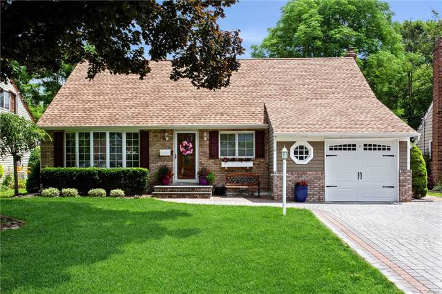 121 Tanners Pond Road, Garden City, NY 11530 (MLS #3228881) :: Signature Premier Properties