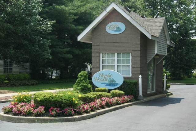 4 Mystic Cir, Bay Shore, NY 11706 (MLS #3229249) :: Mark Boyland Real Estate Team