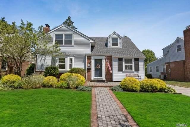 73 Gateway, Rockville Centre, NY 11570 (MLS #3229644) :: Signature Premier Properties