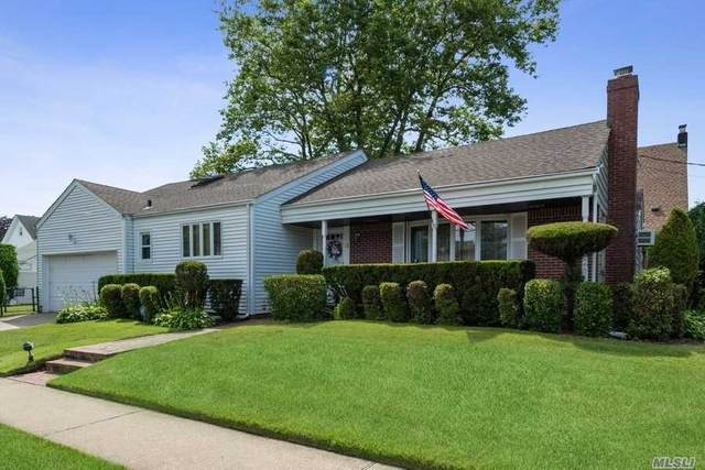 14 Schuyler Ave, Rockville Centre, NY 11570 (MLS #3229887) :: Signature Premier Properties