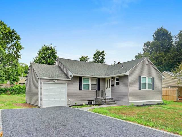 39 Woodhull Rd, Huntington, NY 11743 (MLS #3231137) :: Signature Premier Properties