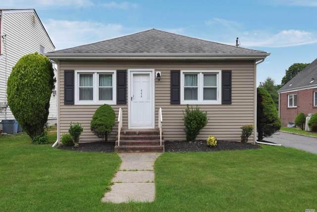 444 Oakwood Road, Huntington Sta, NY 11746 (MLS #3231547) :: Signature Premier Properties