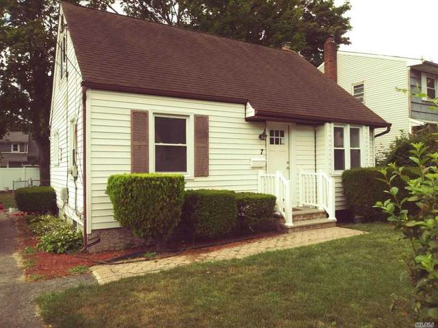 7 Coolidge Ave, Amityville, NY 11701 (MLS #3231682) :: William Raveis Baer & McIntosh