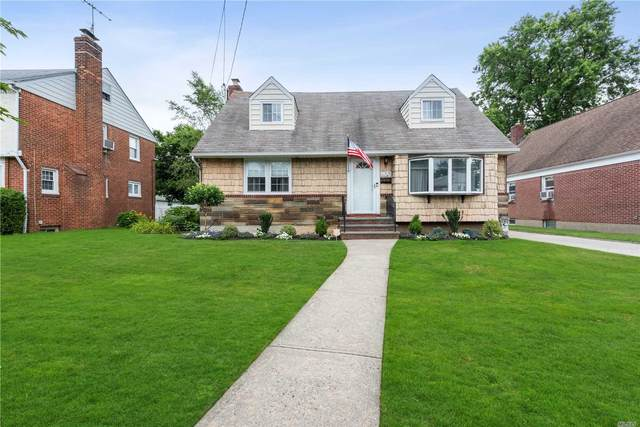 155 Locust St, Floral Park, NY 11001 (MLS #3231964) :: Mark Boyland Real Estate Team