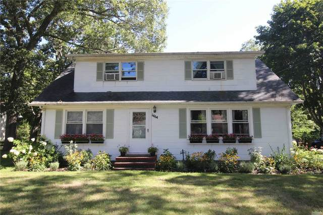 1464 Roanoke Avenue, Riverhead, NY 11901 (MLS #3238371) :: Keller Williams Points North - Team Galligan